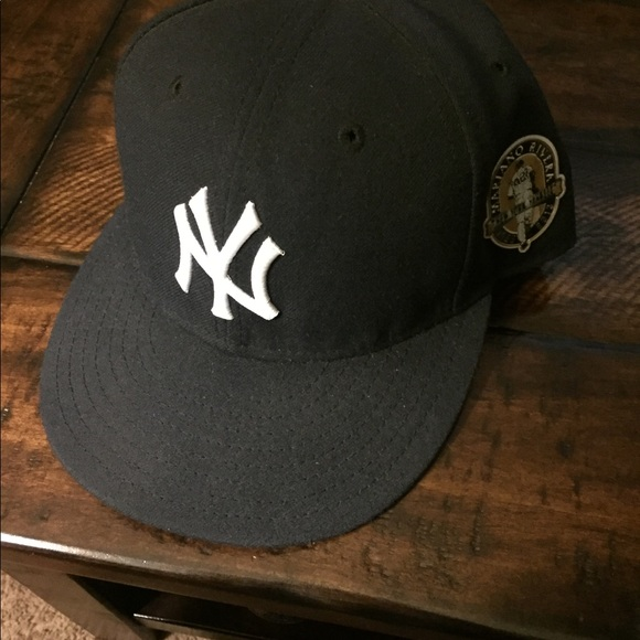 New York Yankees fitted cap. M 5b3d8e358ad2f95009201a05 f520e6b4e3b4